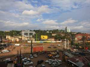 ウガンダ首都のカンパラ市街地の様子